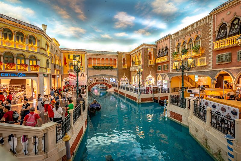 Macao, China - 23 April, 2019: Venetiaans casinobinnenland royalty-vrije stock fotografie