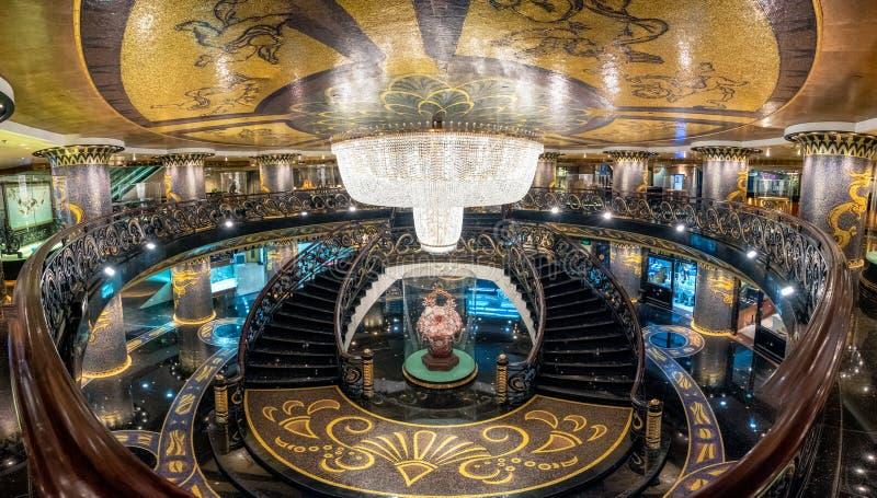 Macao, China - 5. Mai 2018: Moderner großartiger Luxusinnenraum der Architektur auf Lobbyhalle lizenzfreie stockfotografie