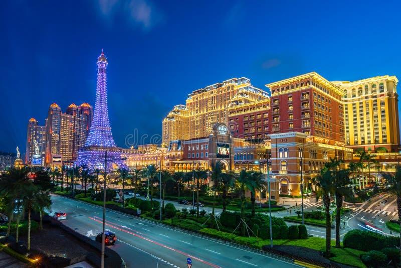 Macao Kina - April 23, 2019: Eiffeltornkopia framme av den parisiska kasinot royaltyfri foto