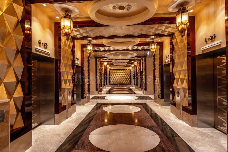 Macao Kina - April 23, 2019: Hisskorridor i studiostadshotell royaltyfri fotografi