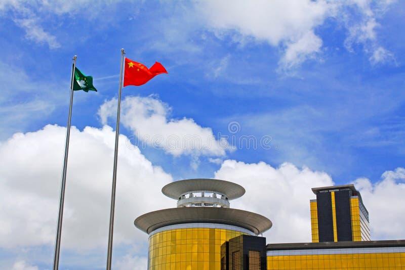 Macao och Kina flagga på guld- Lotus Square, Macao, Kina arkivfoton