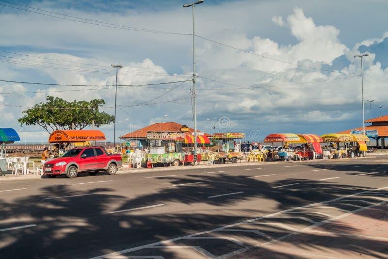 MACAPA, BRÉSIL - 31 JUILLET 2015 : Stalles de nourriture de rive dans Macapa, Braz photos stock