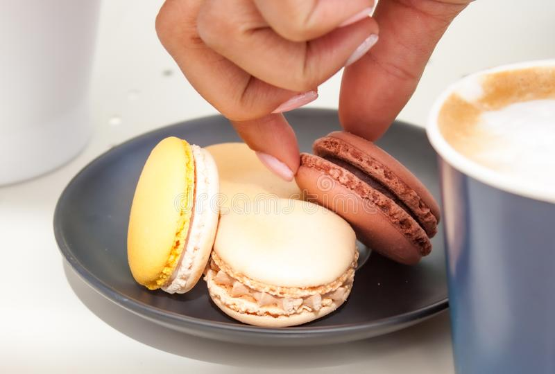 Macaron και καφές στοκ εικόνες με δικαίωμα ελεύθερης χρήσης