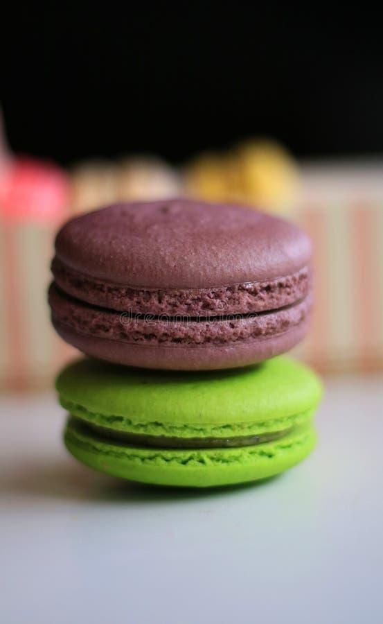 Macaron шоколада и зеленого чая стоковые фотографии rf