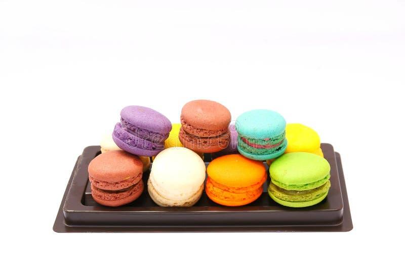 Macaron coloré sur le fond blanc images stock