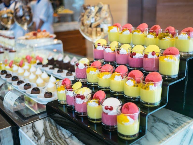 Macaron en veel soort dessert royalty-vrije stock foto