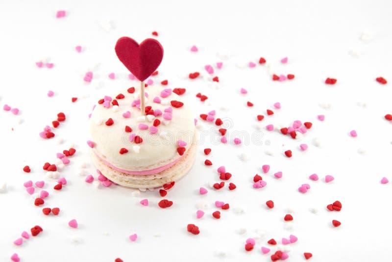 Macaron med hjärtastänk arkivfoton