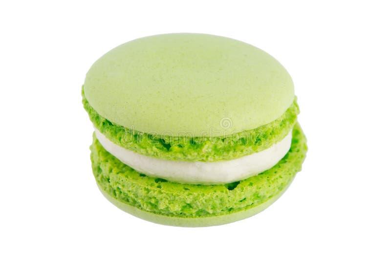 Macaron mennicy zieleni ciastka na białym tle, fotografia stock