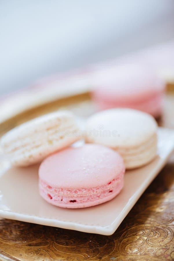 Macaron multicolore d'un plat photo libre de droits