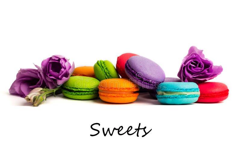 Macaron o macarrones de la torta aislados en blanco stock de ilustración