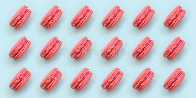 Macaron o macarrones rosados de la torta del postre en la opinión de top azul en colores pastel de moda del fondo Composición pue libre illustration