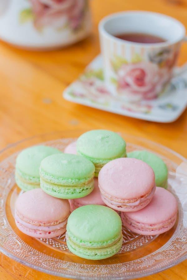 Macaron och te royaltyfri fotografi
