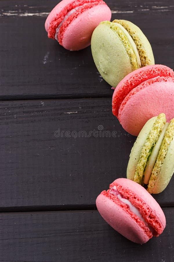 Download Macaron På Svart Med Kopieringsutrymme Fotografering för Bildbyråer - Bild av citron, sortiment: 78729763