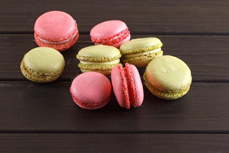 Download Macaron På Svart Med Kopieringsutrymme Arkivfoto - Bild av ovanför, kokkonst: 78730040