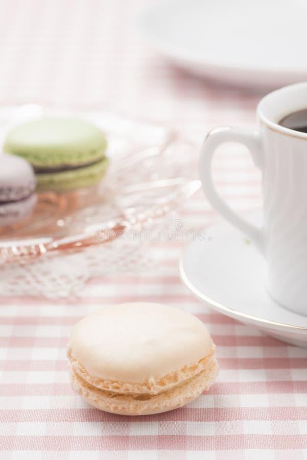 Macaron a servi au thé d'après-midi photo stock