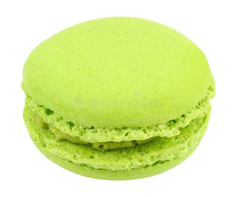 Macarones, productos dulces de confitería, uno verde aislado sobre fondo blanco con sendero de recorte Profundidad total del camp imágenes de archivo libres de regalías