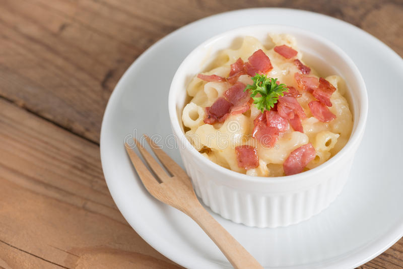Macaroni και τυρί με το ζαμπόν στοκ φωτογραφία με δικαίωμα ελεύθερης χρήσης