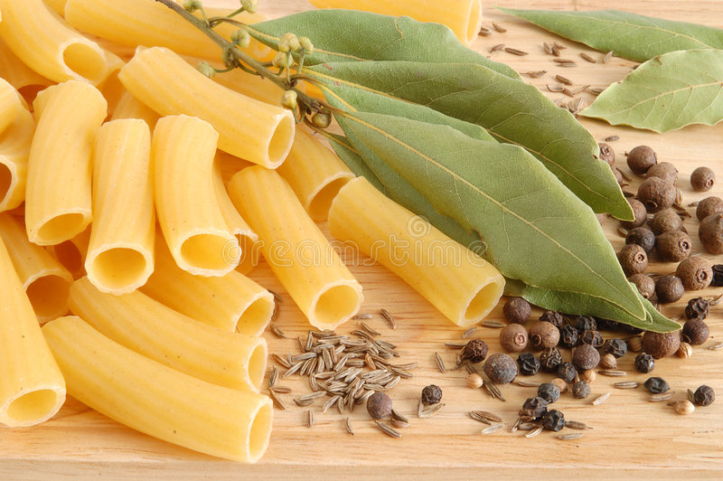 macaroni φύλλων κόλπων καρύκευμ&alpha στοκ εικόνες με δικαίωμα ελεύθερης χρήσης