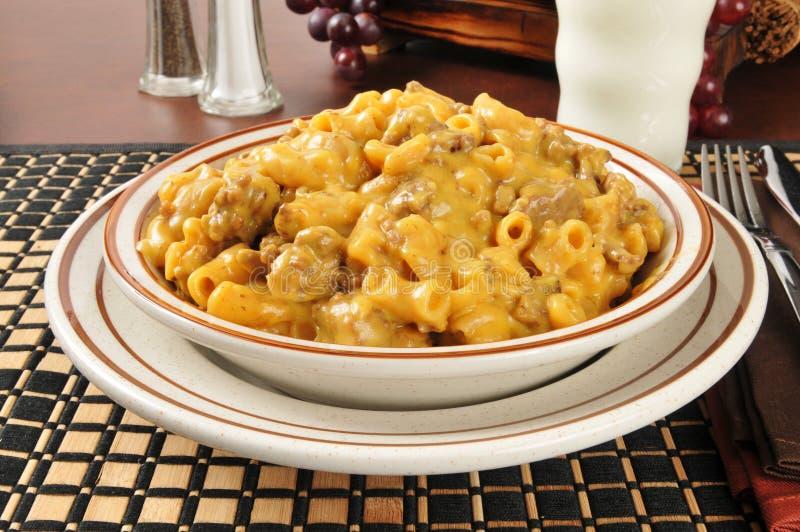 Macaroni, kaas en rundvlees stock afbeeldingen