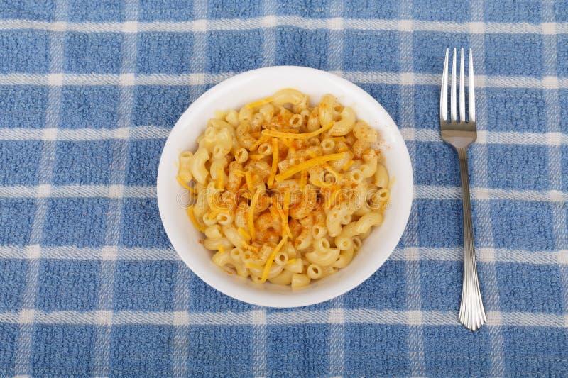 Macaronis au fromage avec le poivre de Cayenne photographie stock libre de droits