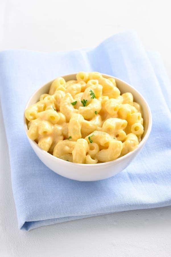 Macaronis au fromage photos stock