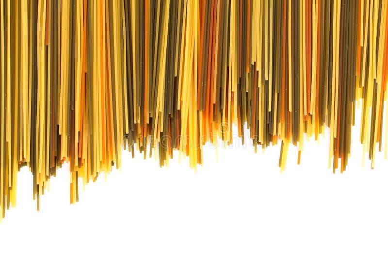 Macaronis crus de spaghetti de pâtes photographie stock libre de droits