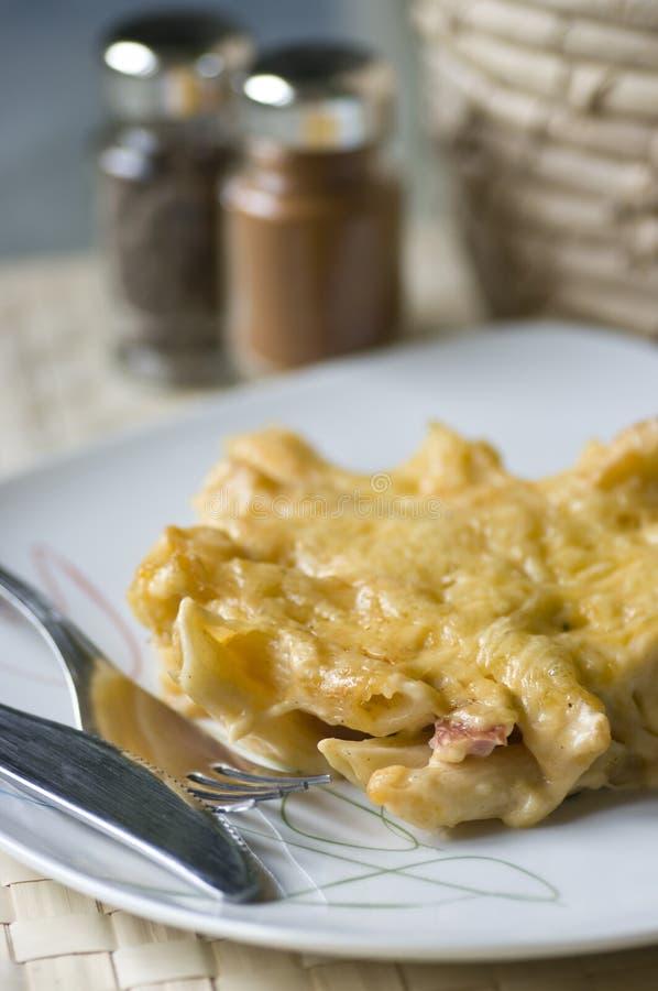 Macaronis et jambon images stock