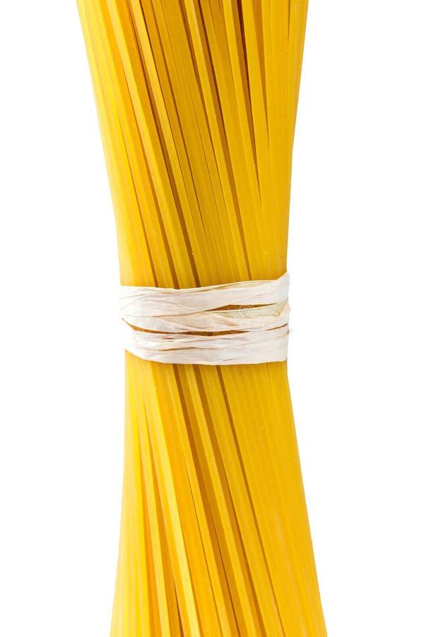 Macaronis italiens de spaghetti de pâtes d'isolement sur le fond blanc images libres de droits