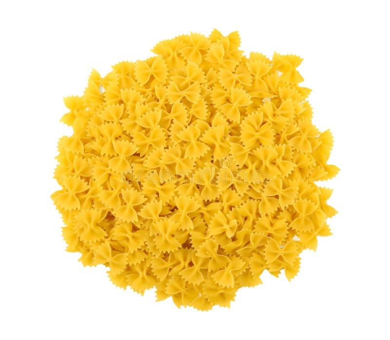 Macaronis lumineux et jaunes, d'isolement sur un fond blanc Nouille, macarons, pâtes, spaggeti Macaronis traditionnels de farfall photos libres de droits