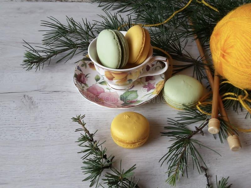 Macarons colorés confortables dans le style de province photographie stock