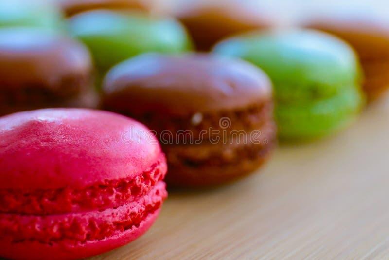 Macarons délicieux pendant une vie suée photos libres de droits