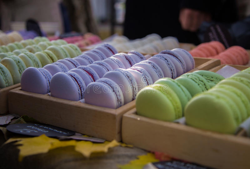 Macarons - dessert français photographie stock libre de droits
