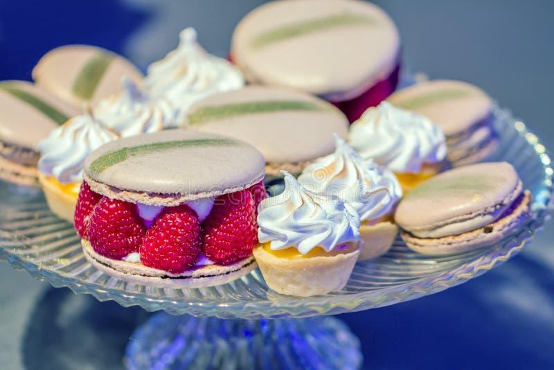 macarons en cupcakes stock foto's