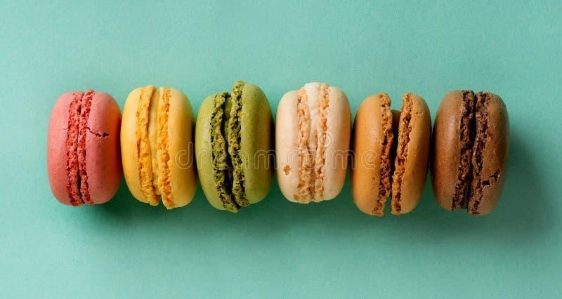Macarons en una fila imagen de archivo libre de regalías