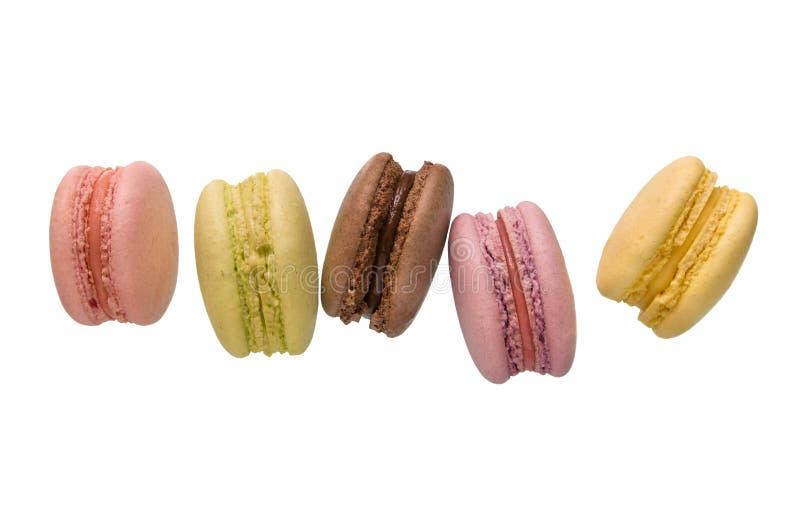 Macarons français multicolores d'amande d'isolement sur le fond blanc image stock