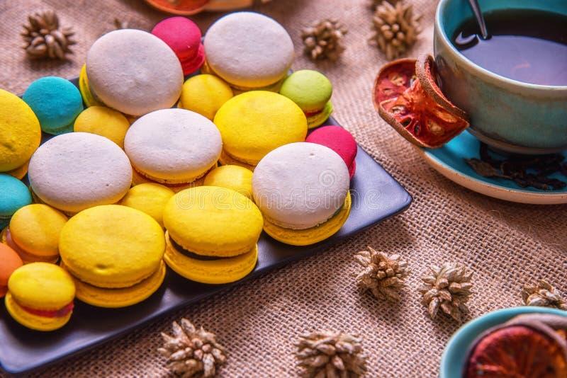 Macarons francesi variopinti immagini stock