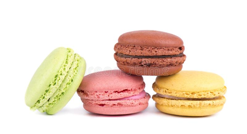 Macarons lokalisierte im weißen Hintergrund Bunte Makronen Süße macarons lizenzfreie stockfotografie
