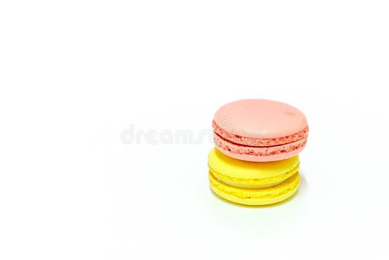 Macarons på vit bakgrund royaltyfri foto