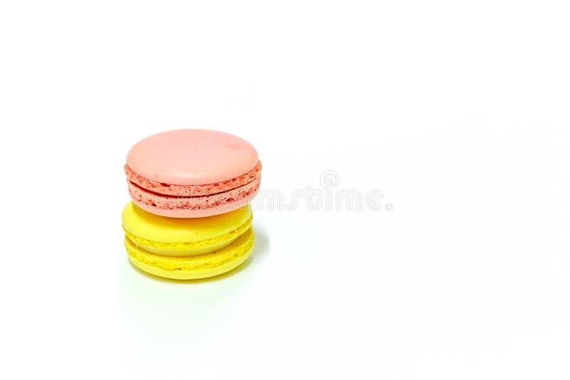 Macarons på vit bakgrund royaltyfria bilder