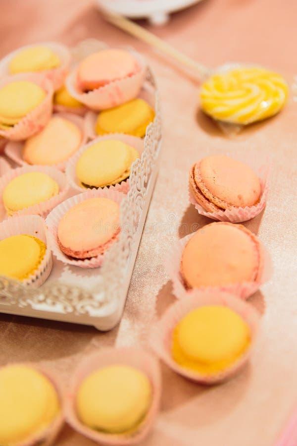 Macaroons και γλυκά στοκ φωτογραφίες
