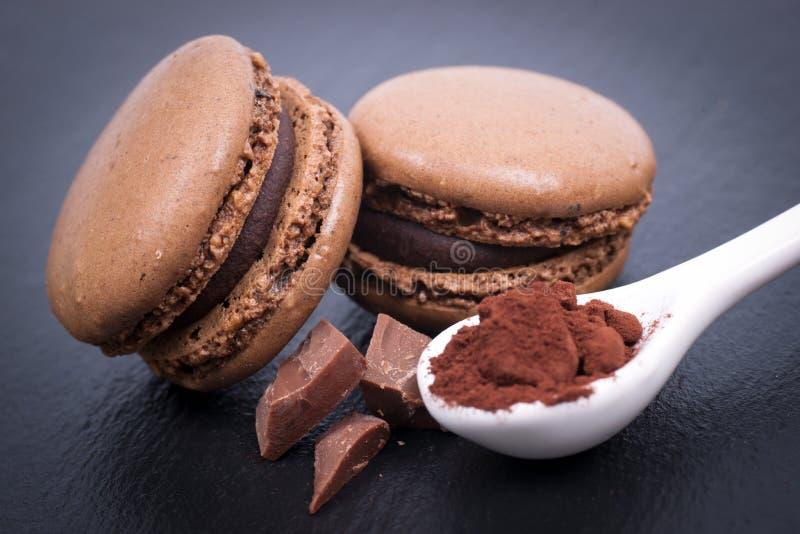 Macaroons με τη σοκολάτα στοκ εικόνα με δικαίωμα ελεύθερης χρήσης
