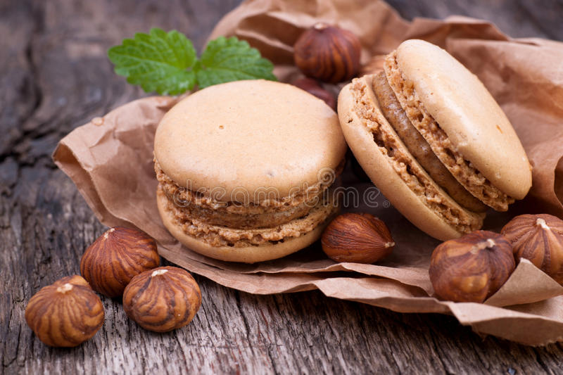Macaroons com chocolate fotos de stock royalty free