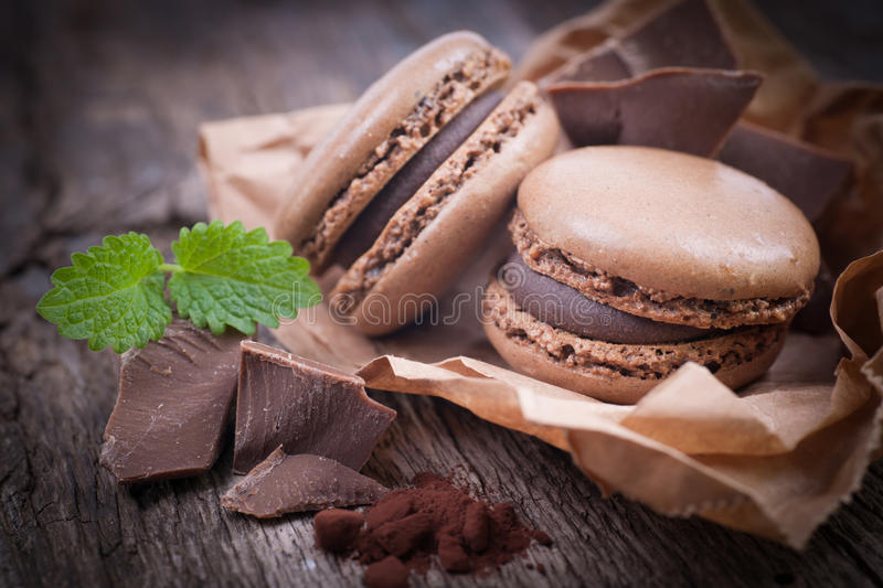 Macaroons com chocolate fotografia de stock royalty free