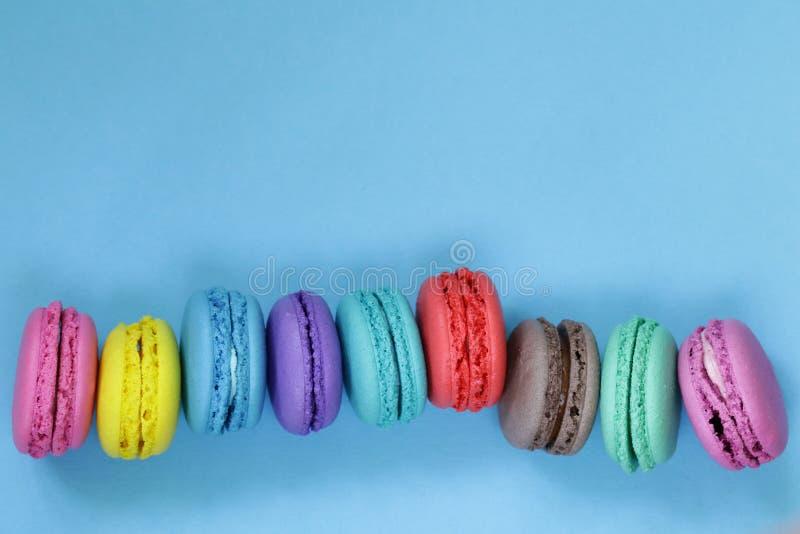 Macarrão colorido das cookies de amêndoa imagem de stock
