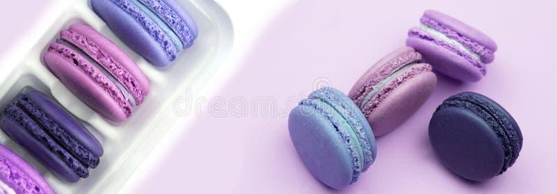 Macarrones coloridos Una delicadeza dulce francesa, primer de la variedad de los macarrones imágenes de archivo libres de regalías