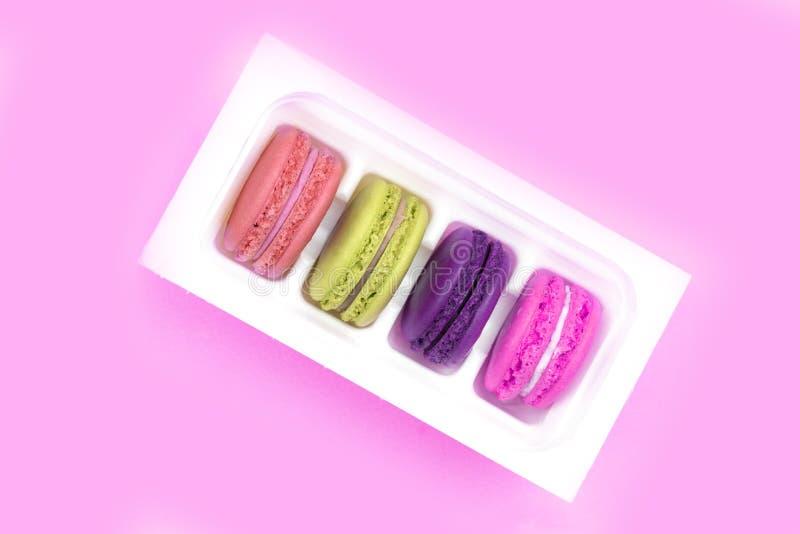 Macarrones coloridos Una delicadeza dulce francesa, primer de la variedad de los macarrones foto de archivo libre de regalías