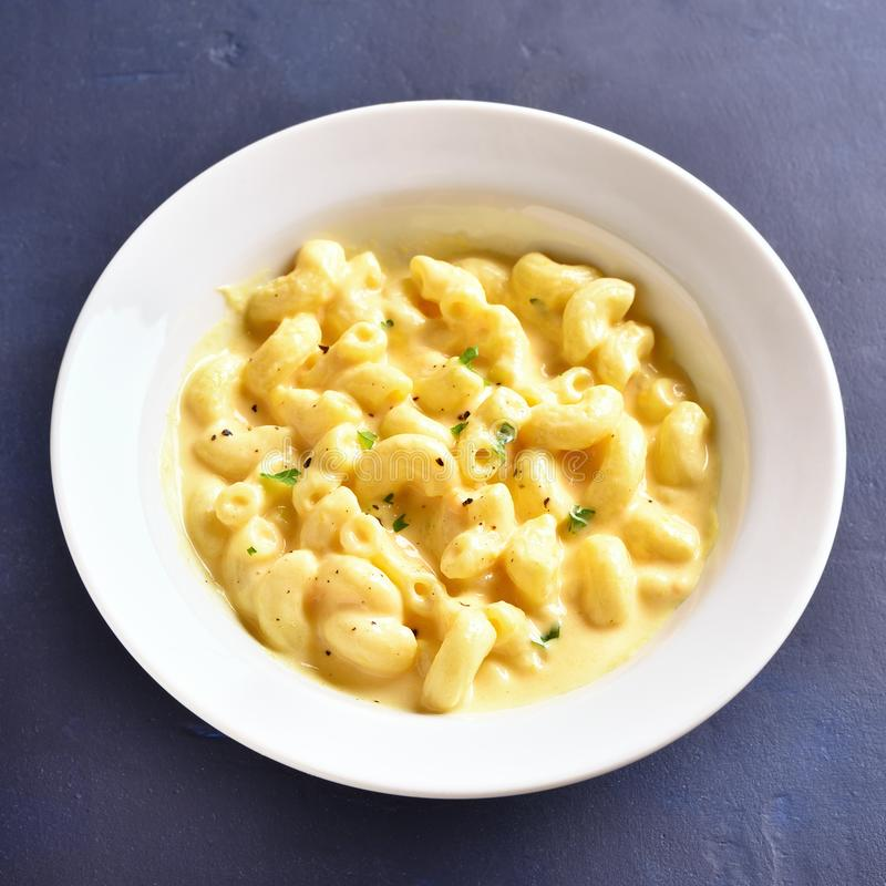 Macarrones con queso fotos de archivo