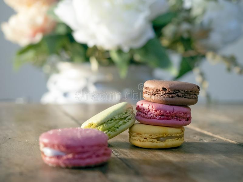 Macarrones cuatro diversos colores y sabores fotografía de archivo libre de regalías