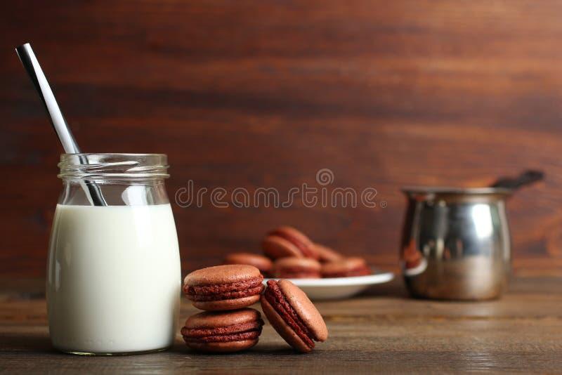 Macarrones del chocolate imagenes de archivo