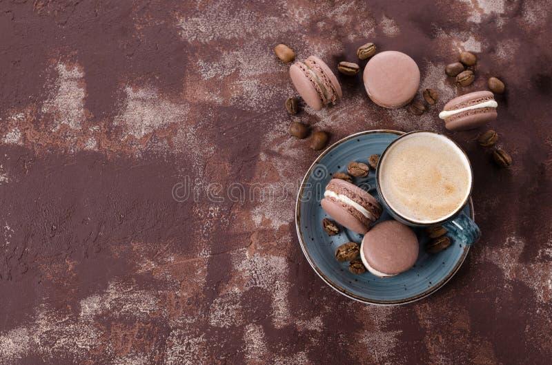 Macarrones tradicionales del chocolate fotografía de archivo